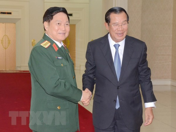 Hop tac quoc phong luon la tru cot trong quan he Viet Nam-Campuchia hinh anh 1