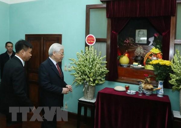 Tong Bi thu, Chu tich nuoc dang huong tuong niem Chu tich Ho Chi Minh hinh anh 1