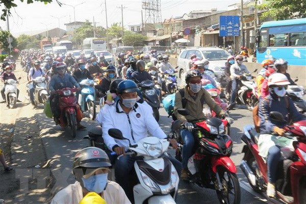 Nguoi dan bat dau do ve Thanh pho Ho Chi Minh sau ky nghi Tet hinh anh 1