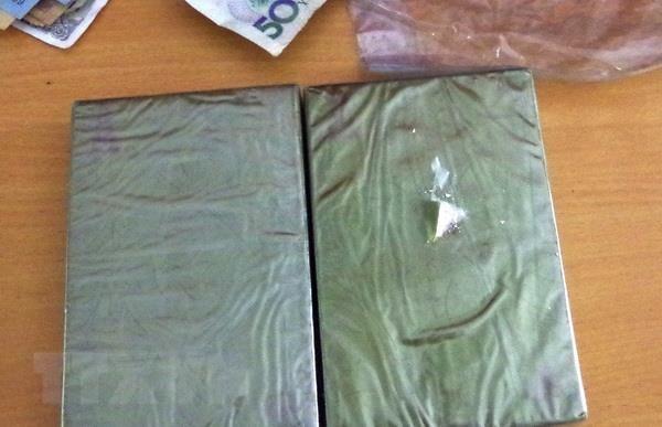 Hoa Binh: Bat qua tang 2 doi tuong van chuyen trai phep heroin hinh anh 1