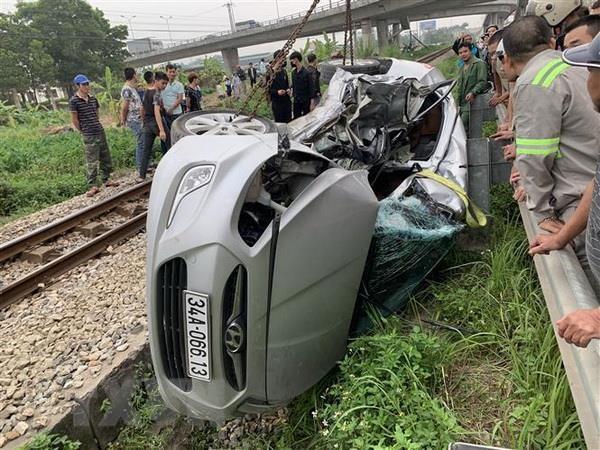 Hải Dương: Va chạm giữa tàu hỏa và ôtô, 5 người thương vong