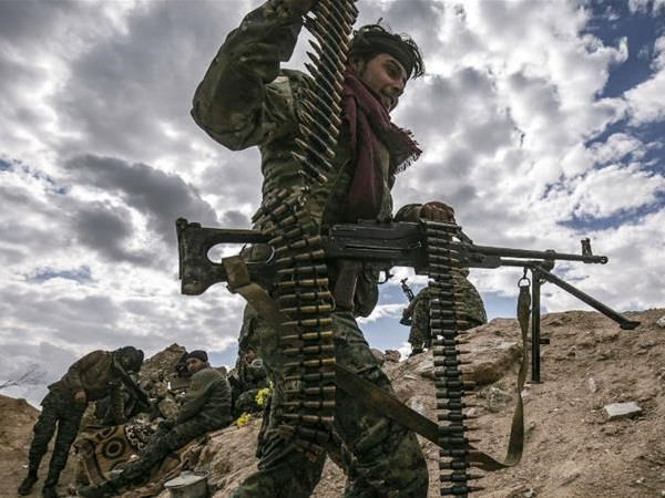 Syria: Luc luong SDF tien sau hon vao sao huyet cua IS hinh anh 1