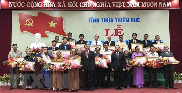Thua Thien-Hue: Truy tang danh hieu Ba me Viet Nam Anh hung cho 73 me hinh anh 1