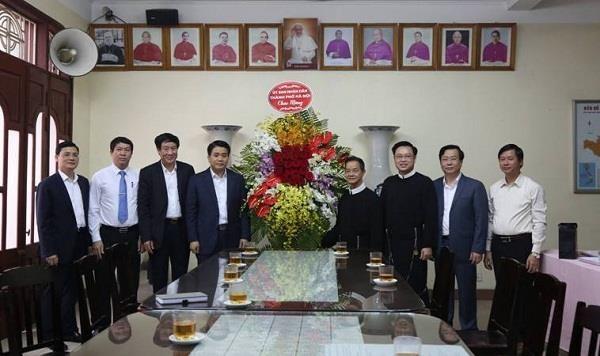 Linh muc Trinh Ngoc Hien tai nhiem Be tren Dong Chua cuu the Ha Noi hinh anh 1