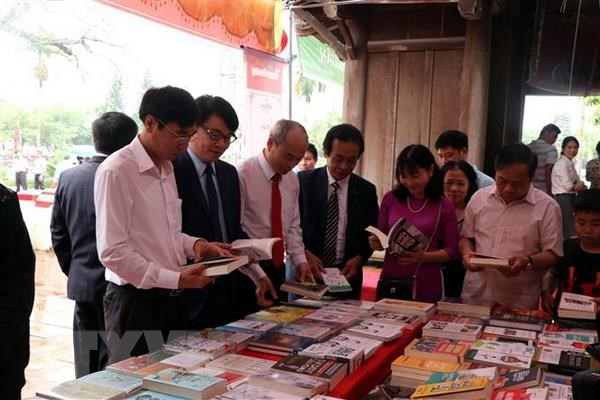 Hai Duong: Khai hoi truyen thong Van mieu Mao Dien 2019 hinh anh 1
