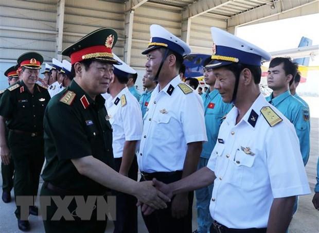 Dai tuong Ngo Xuan Lich tham cac don vi tai Can cu Quan su Cam Ranh hinh anh 1