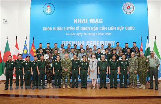 Khai mac Khoa huan luyen Sy quan Hau can Lien hop quoc tai Viet Nam hinh anh 1