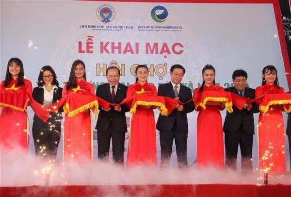 Khai mac Hoi cho Xuc tien thuong mai hop tac xa nam 2019 hinh anh 1