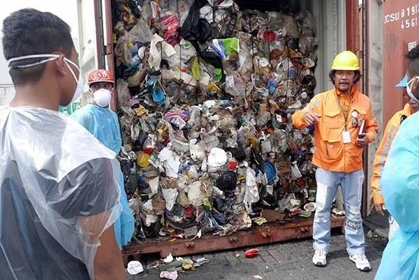 Philippines doa se chuyen tra Canada hon 100 container rac hinh anh 1