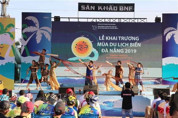 Tren 370.000 luot du khach den Da Nang dip nghi le 30/4 va 1/5 hinh anh 1