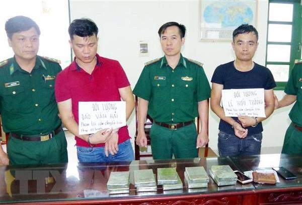 Bo doi Bien phong Nam Dinh bat 2 doi tuong van chuyen 10 banh heroin hinh anh 1