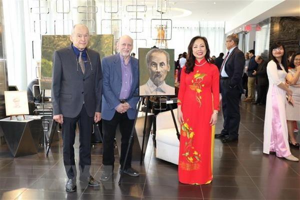 Hoa sy Canada: Chu tich Ho Chi Minh phi thuong nhung rat gan gui hinh anh 1