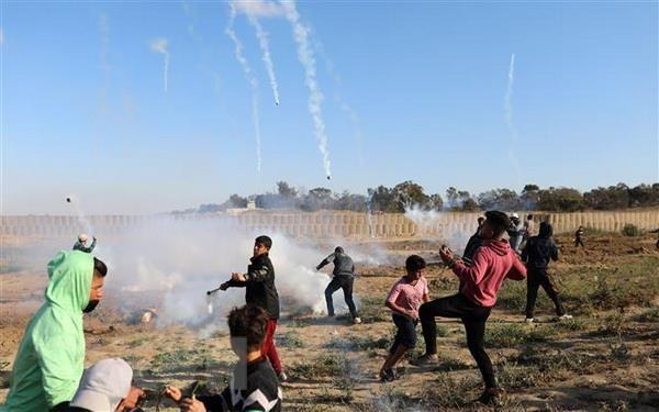 Dung do giua nguoi bieu tinh Palestine o Dai Gaza va binh sy Israel hinh anh 1