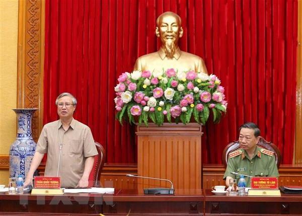 Doan Tieu ban Van kien Dai hoi lam viec voi Dang uy Cong an Trung uong hinh anh 1