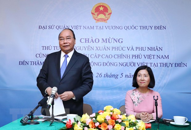 Thu tuong tham Dai su quan va cong dong nguoi Viet tai Thuy Dien hinh anh 2