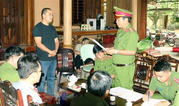 Bat giam Giam doc doanh nghiep lam dung tin nhiem chiem doat tai san hinh anh 1