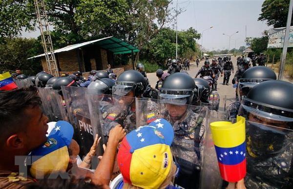 Venezuela mo tro lai cua khau bien gioi voi Colombia hinh anh 1
