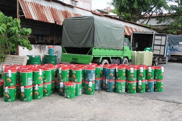 Thanh pho Ho Chi Minh: Phat hien duong day san xuat dau nhot gia hinh anh 1