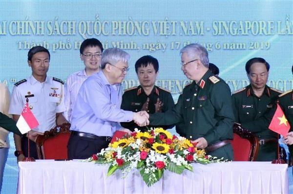Tang cuong hop tac quoc phong giua Viet Nam va Singapore hinh anh 1