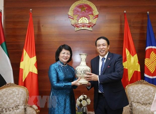Pho Chu tich nuoc tham Dai su quan Viet Nam tai UAE hinh anh 2