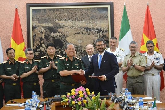 Doi thoai Chinh sach quoc phong Viet Nam-Italy lan thu ba hinh anh 1