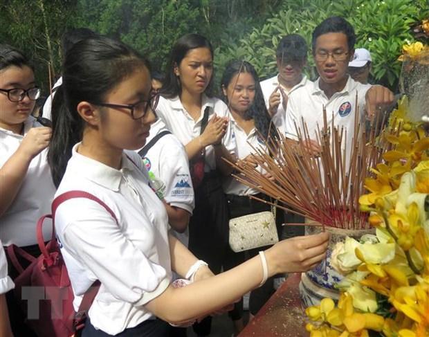 Thanh thieu nien kieu bao dang huong cac danh nhan Viet Nam hinh anh 1