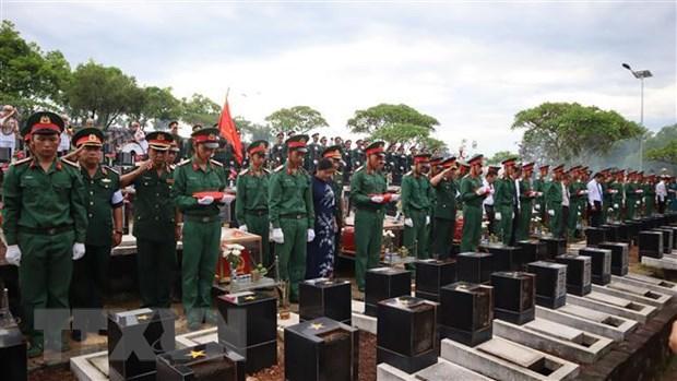 Truy dieu, an tang 23 hai cot liet sy Viet Nam hy sinh tai Campuchia hinh anh 1