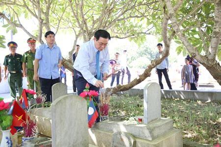 Pho Thu tuong Vuong Dinh Hue tri an cac anh hung liet si hinh anh 1