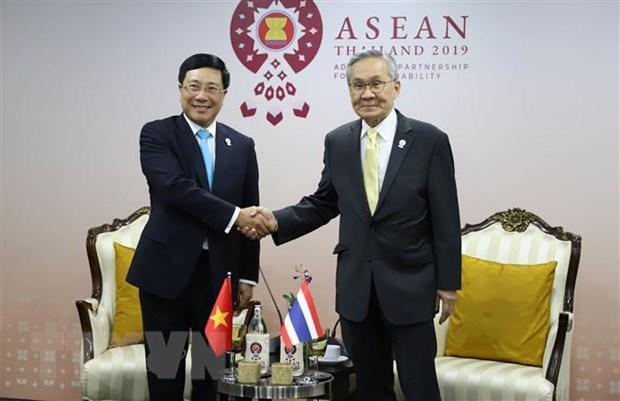 Viet Nam tham du cac Hoi nghi da phuong, song phuong tai AMM-52 hinh anh 4