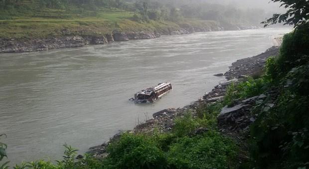 Nepal: Xe buyt lao xuong song, hon 20 nguoi thuong vong hinh anh 1