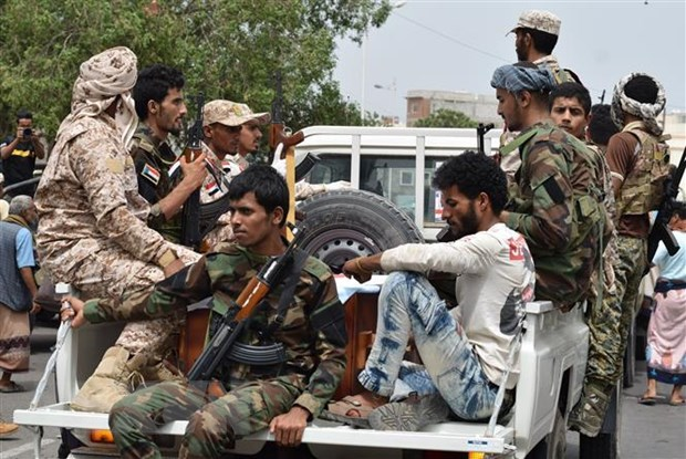 Yemen: Lien quan Arab tan cong thanh pho cang Aden hinh anh 1