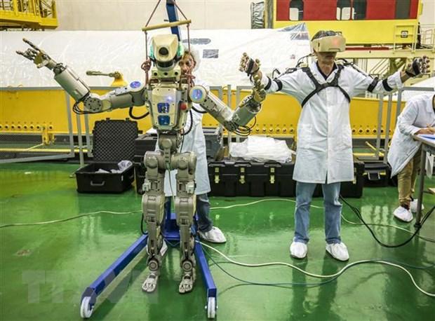 Nga lan dau tien phong robot mang hinh nguoi len ISS hinh anh 1