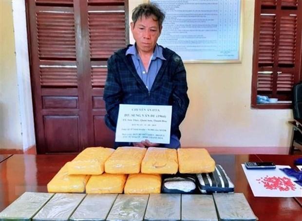 Bat doi tuong van chuyen 7 banh heroin, 56.000 vien ma tuy tong hop hinh anh 1