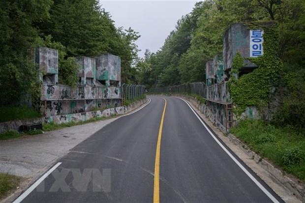 Con duong Hoa binh DMZ thu hut hon 10.000 luot khach tham quan hinh anh 1