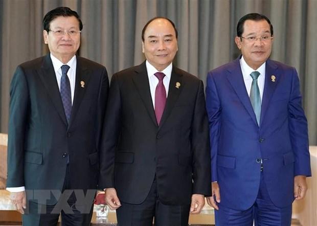 Thu tuong Nguyen Xuan Phuc tiep xuc ben le Hoi nghi Cap cao ASEAN 35 hinh anh 1