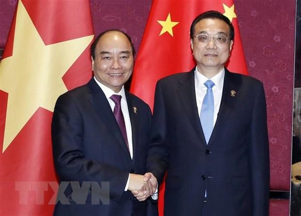 Thu tuong Nguyen Xuan Phuc tiep xuc ben le Hoi nghi Cap cao ASEAN 35 hinh anh 2