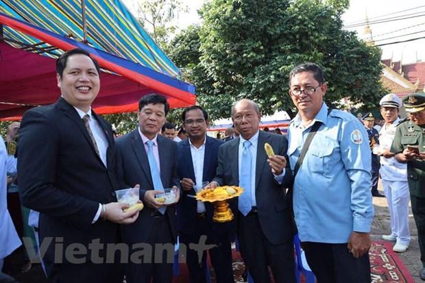 Tong lanh su quan VN tai Preah Sihanouk mung Quoc khanh Campuchia hinh anh 1