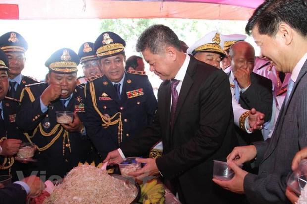 Tong lanh su quan VN tai Preah Sihanouk mung Quoc khanh Campuchia hinh anh 2
