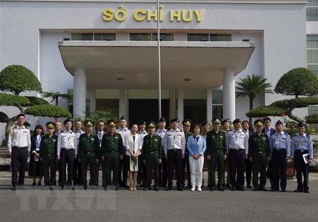 Doan sy quan Bo Quoc phong Nhat Ban tham Bo doi bien phong Lao Cai hinh anh 1
