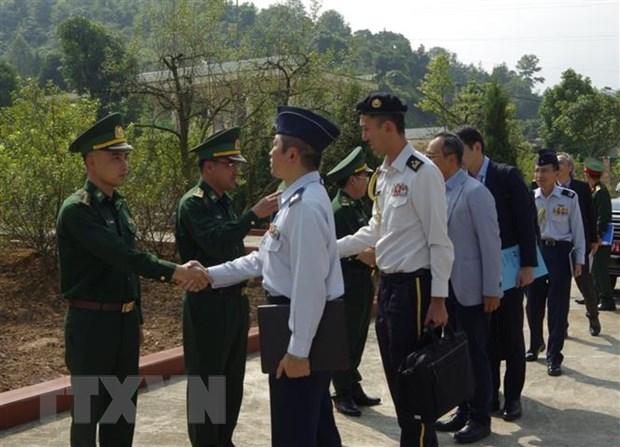 Doan sy quan Bo Quoc phong Nhat Ban tham Bo doi bien phong Lao Cai hinh anh 2