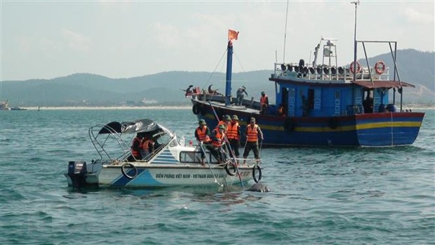 Quang Tri: Cuu kip thoi 7 ngu dan Nghe An tren tau ca bi chay hinh anh 1