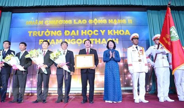 Dai hoc Y khoa Pham Ngoc Thach don nhan Huan chuong Lao dong hang Nhi hinh anh 1