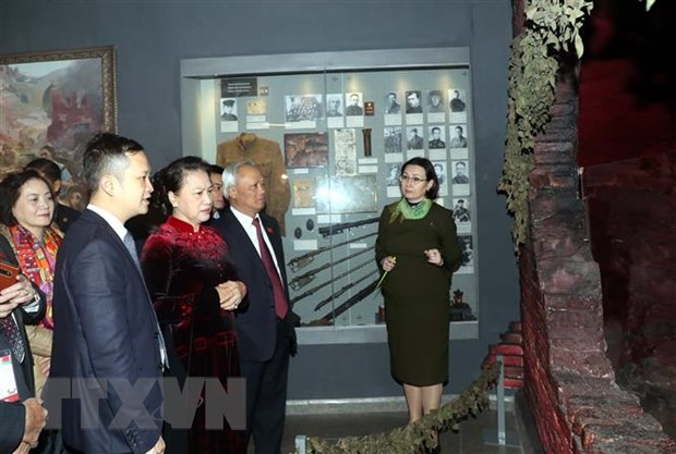 Chu tich Quoc hoi Nguyen Thi Kim Ngan hoi kien Thu tuong Belarus hinh anh 2