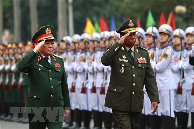 Dai tuong Ngo Xuan Lich hoi dam voi Bo truong Bo Quoc phong Campuchia hinh anh 1