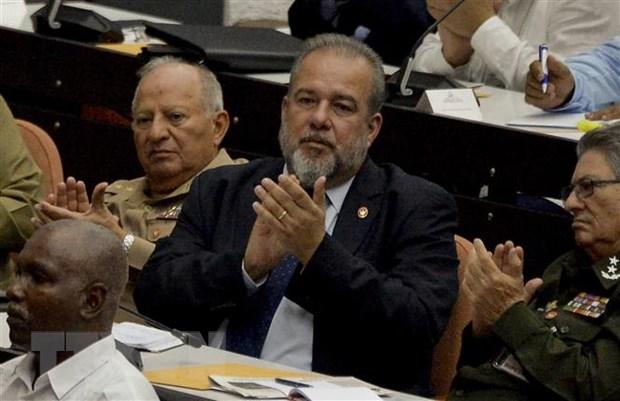 Thủ tướng Chính phủ Cuba mới được bầu Manuel Marrero Cruz (giữa). Ảnh: AFP/TTXVN