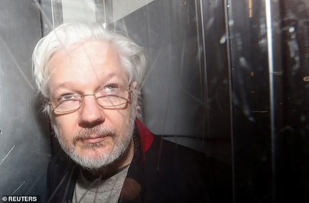 Nha sang lap WikiLeaks Julian Assange xuat hien tai toa an Anh hinh anh 1