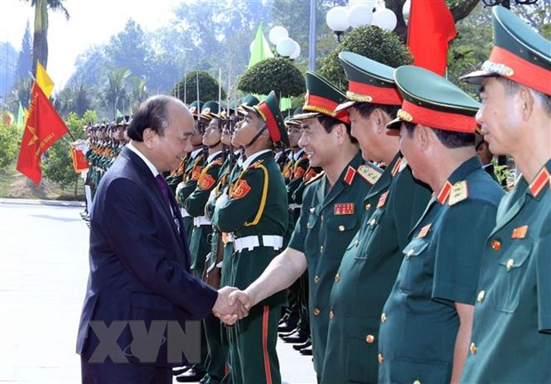 Thu tuong Nguyen Xuan Phuc tham Truong Sy quan luc quan 2 hinh anh 3