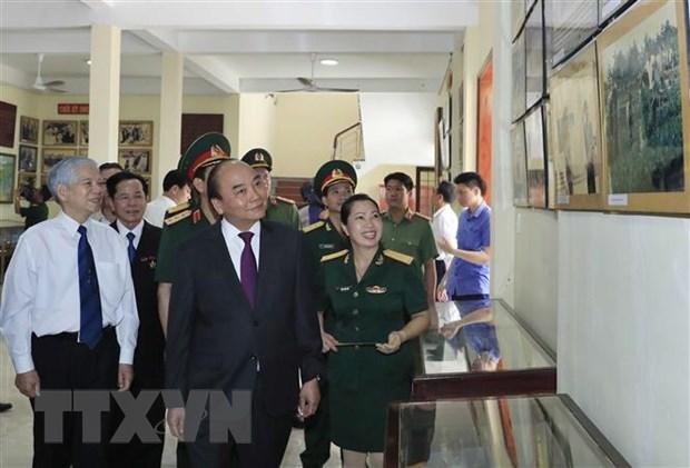 Thu tuong Nguyen Xuan Phuc tham Truong Sy quan luc quan 2 hinh anh 4