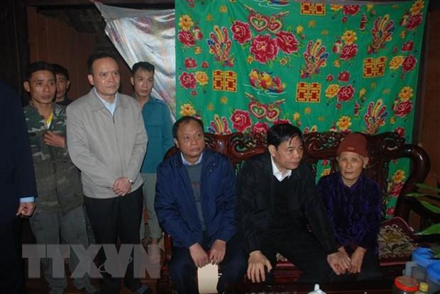 Bo truong Bo Nong nghiep lam viec tai Bac Kan ve hau qua do mua da hinh anh 1