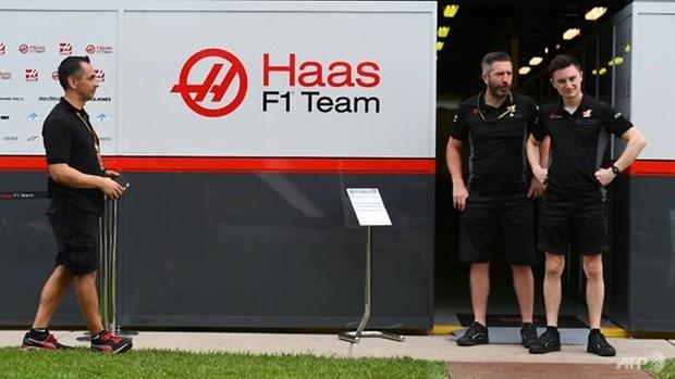 Cach ly ba thanh vien tham gia giai dua xe F1 tai Australia hinh anh 1